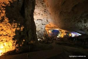 Höhle in der Halong-Bucht