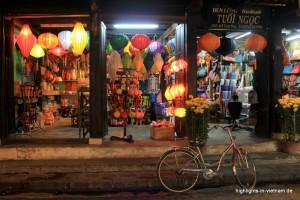 Laden für Lampions und Schneider am Abend