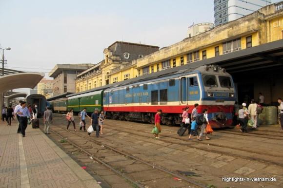 Zug in Hanoi